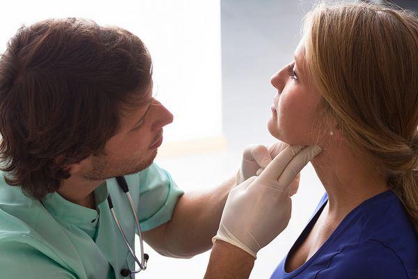 Как быстро и эффективно вылечить горло в домашних условиях?