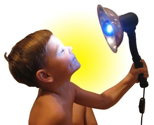 Особенности использования синей лампы для лечения детей