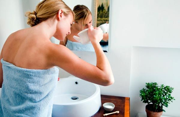 Зачем нужно промывать нос солевым раствором и в каких случаях