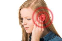 opuhlo uho i bolit