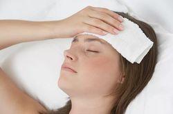 Болит голова от насморка: причины и способы терапии